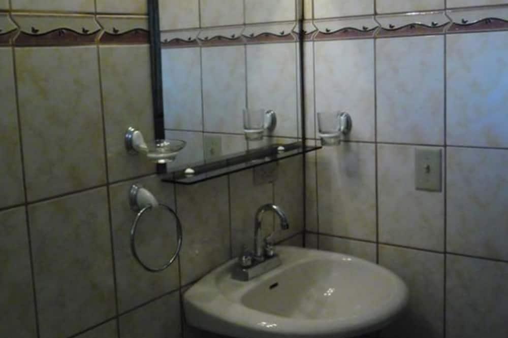 Bungalow tiện nghi đơn giản, Nhiều giường, Không hút thuốc - Phòng tắm