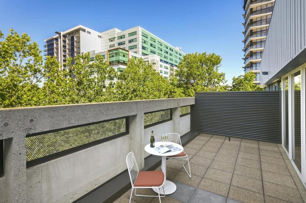 Darījumklases dzīvokļnumurs, divas guļamistabas - Balkons