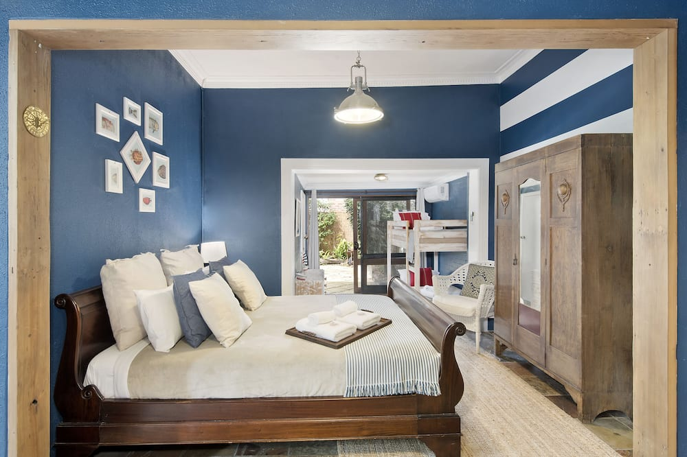 Designer Family Apartment (Courtyard) - Guest Room