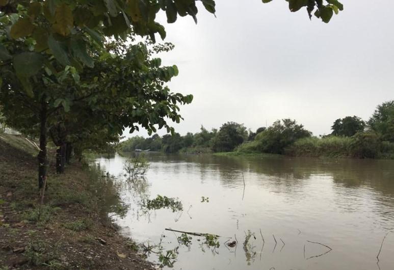 Sukai Riverview, Sena, Okolica objekta