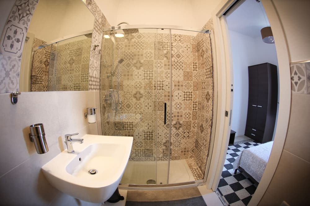 Double Room, City View - Bathroom