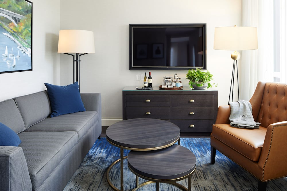 Premium Suite, 1 King Bed (Mobility & Hearing Accessible) - Living Area