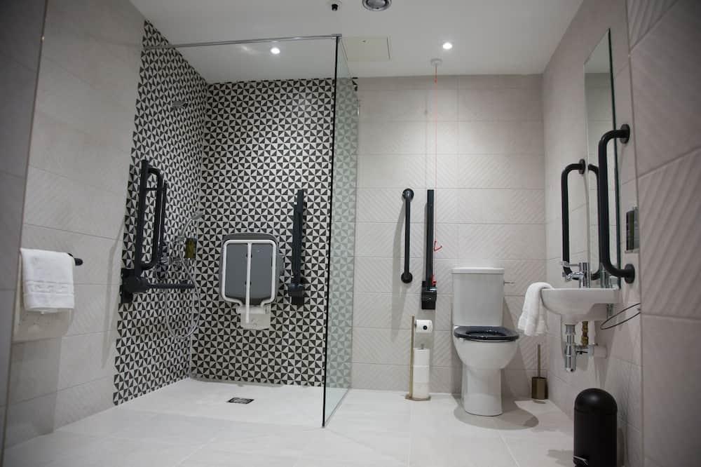 Sviitti, 1 suuri parisänky, Esteetön - Kylpyhuone