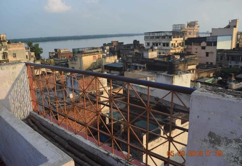 Family Guest House, Varanasi, Balcony