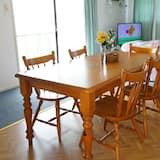 Casa familiar, Varias camas, vista al patio - Servicio de comidas en la habitación