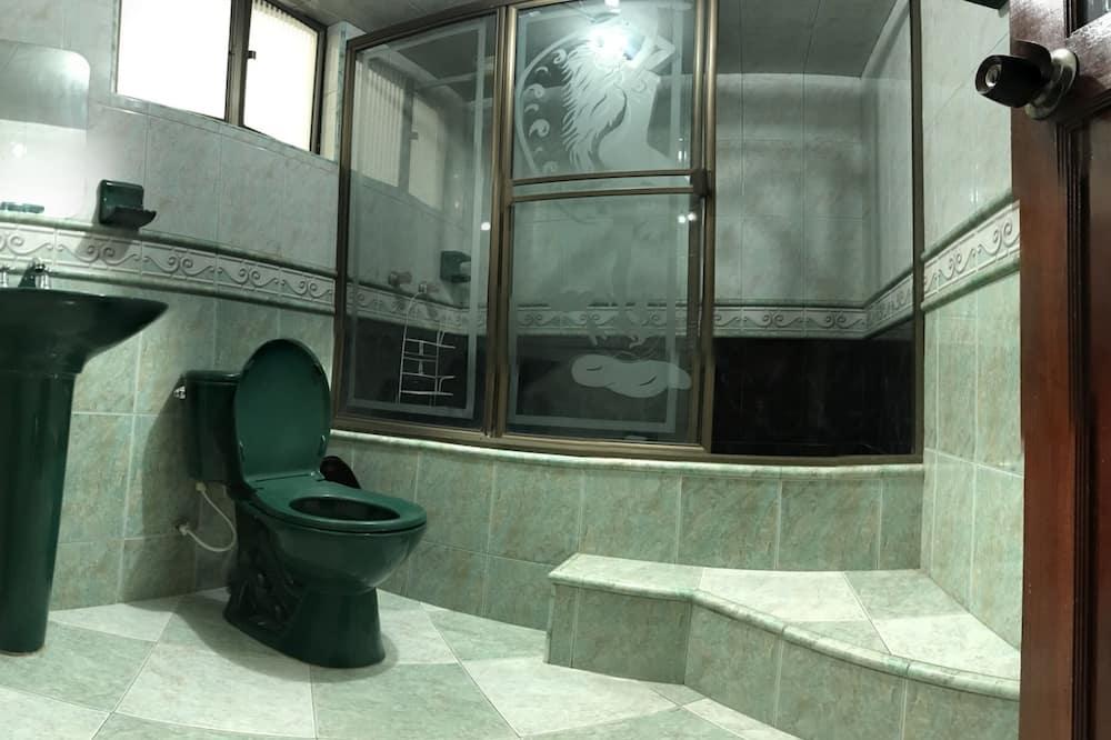 Gemeinsamer Basic-Schlafsaal, Nur Frauen - Badezimmer