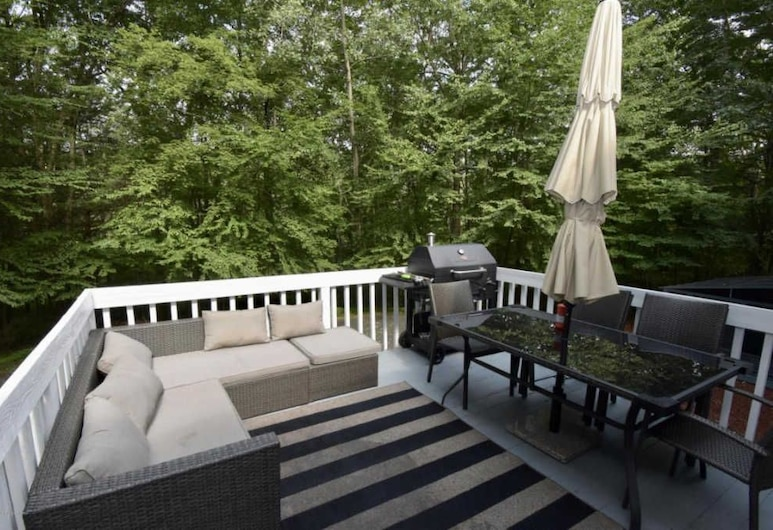 Luxury Pocono Villa, East Stroudsburg, Terrasse/Patio