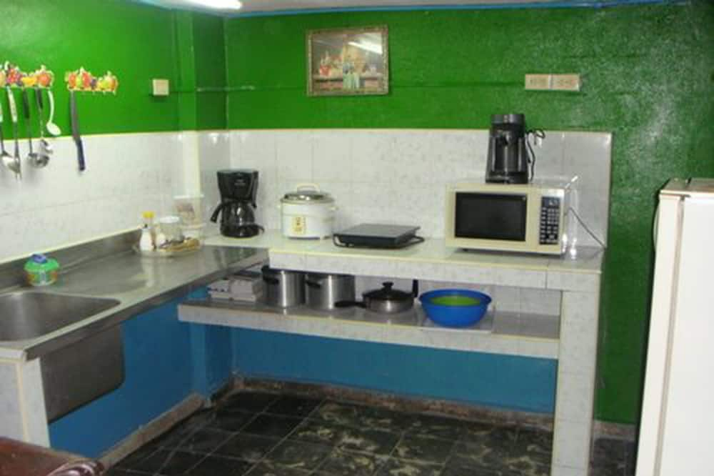Classic Double Room, 1 Queen Bed - Shared kitchen