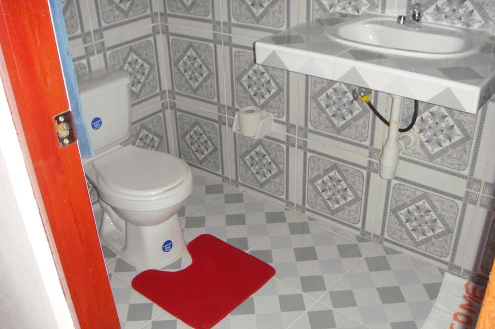 Classic Double Room, 1 Queen Bed - Bathroom