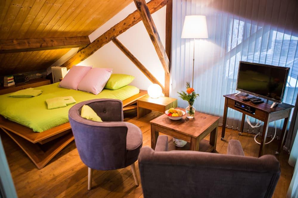 Traditional-Doppelzimmer, 1King-Bett, Nichtraucher, Flussblick (Les Nids des Oiseaux ) - Wohnbereich
