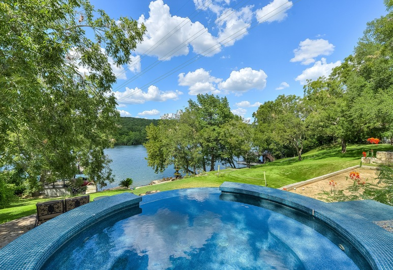 ABOVE BUNGALOW I Lake Front I Up to 8 Beds | Bocce I BoatDock | Spa, 奧斯汀, 泳池