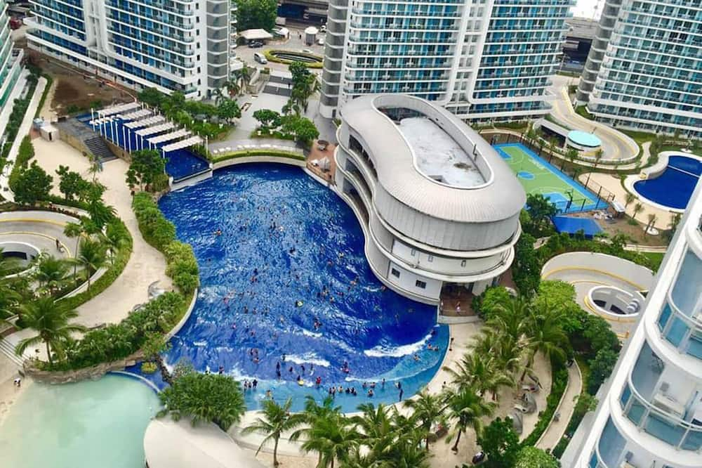 Azure Beach Club Paris Hilton