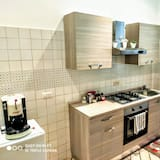 Superior Triple Room, 1 Bedroom, Non Smoking, City View - Shared kitchen