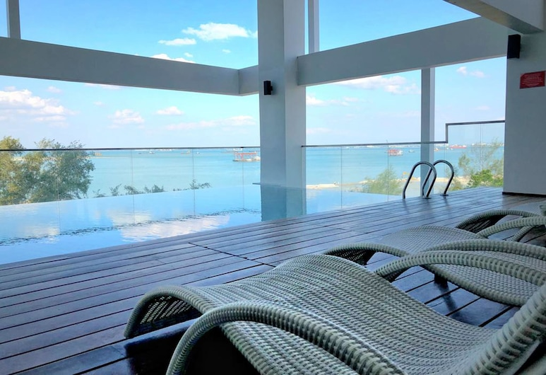 Casa Duplex @ Sunrise Gurney Seaview, George Town, Indoor/Outdoor Pool