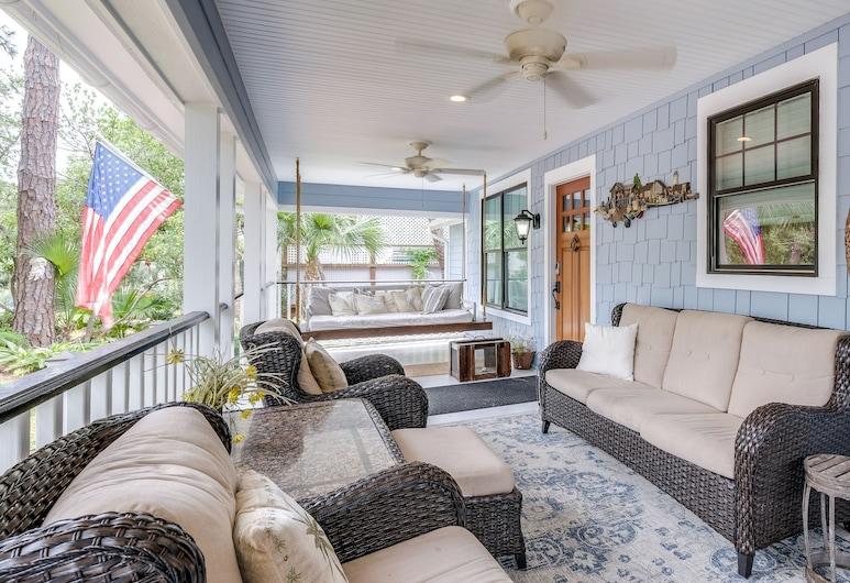 Sweet 2br W/ Saltwater Pool - 4 Blocks To Beach 2 Bedroom Home, Tybee Island, House, 2 Bedrooms, Balcony