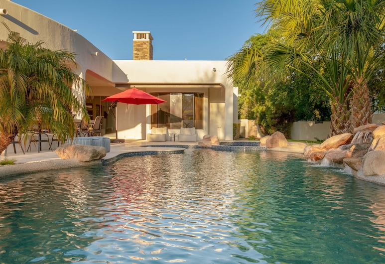 Sprawling 5br Pv W/ Resort Oasis 5 Bedroom Home, Paradise Valley, Außenpool