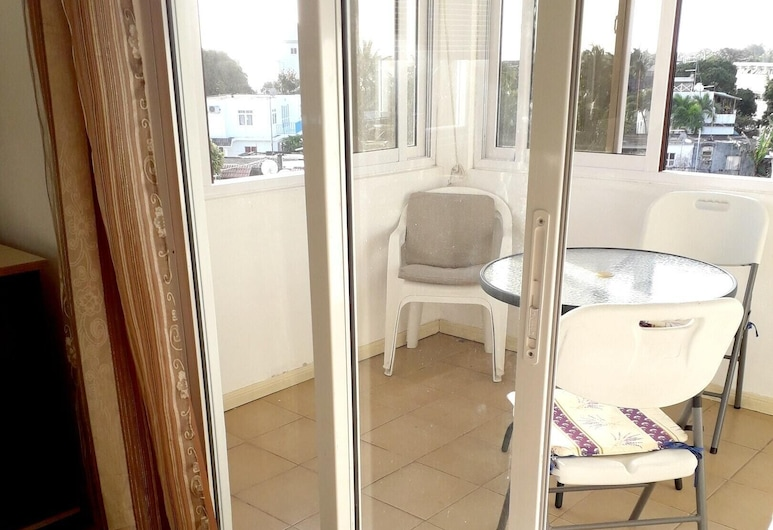 Apartment With one Bedroom in Grand Baie, With Wonderful City View and Wifi - 300 m From the Beach, Grand-Baie, Terrasse/Patio