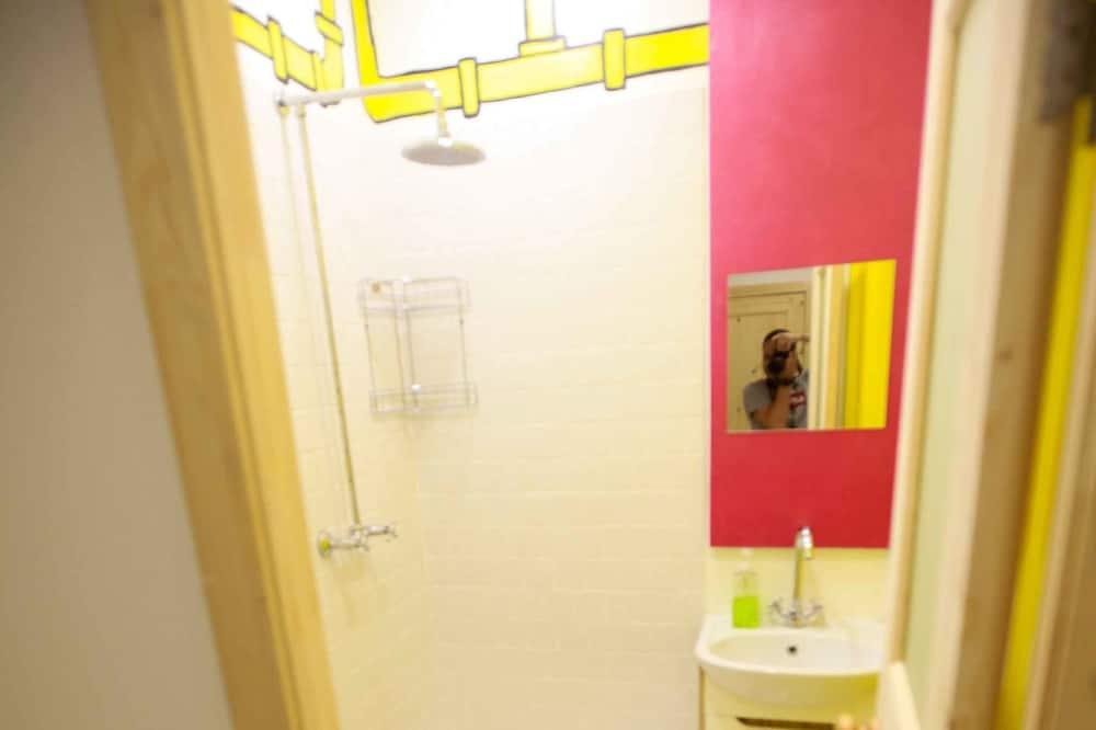 Basic Ortak Ranzalı Oda - Banyo