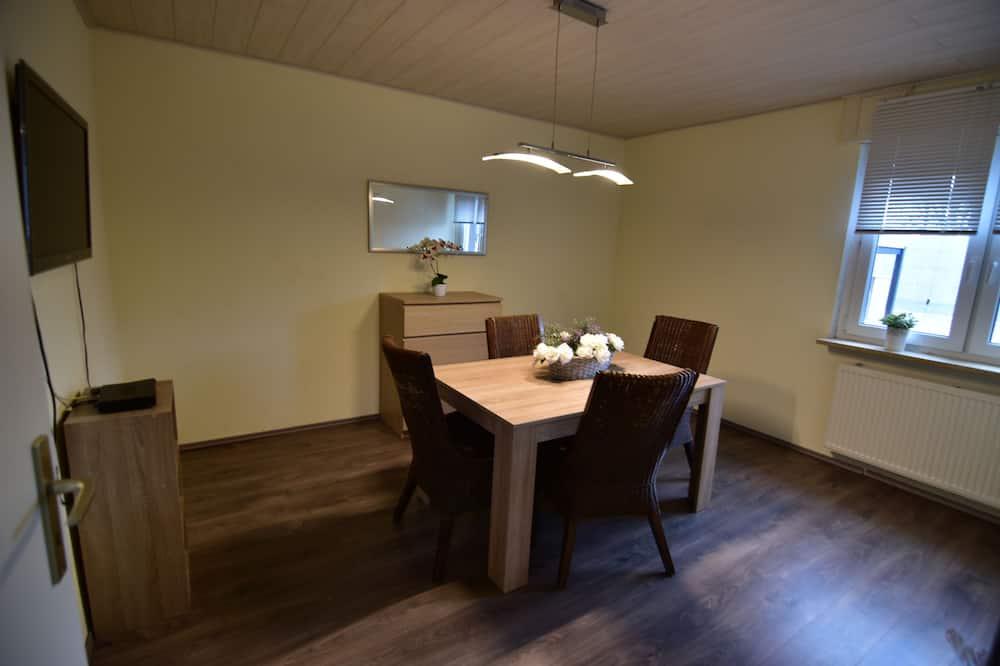 Rumah, 4 kamar tidur (HR065-N03) - Tempat Makan Di Kamar
