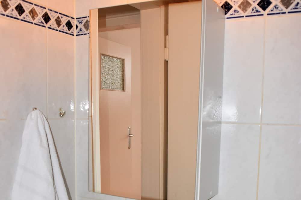 Apartamentai, 2 miegamieji (HR071-NE04) - Vonios kambario kriauklė