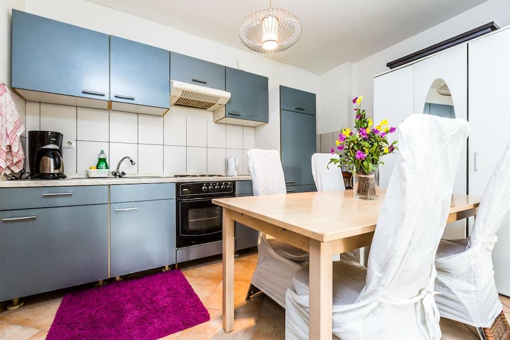 Apartamento (HR088-T03) - Comida en la habitación