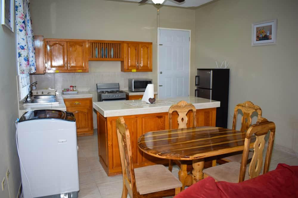 Апартаменти категорії «Комфорт», 2 спальні, для некурців, перший поверх - Сад