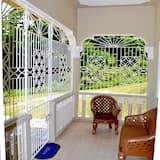 Апартаменти категорії «Комфорт», 2 спальні, для некурців, перший поверх - Тераса/внутрішній дворик