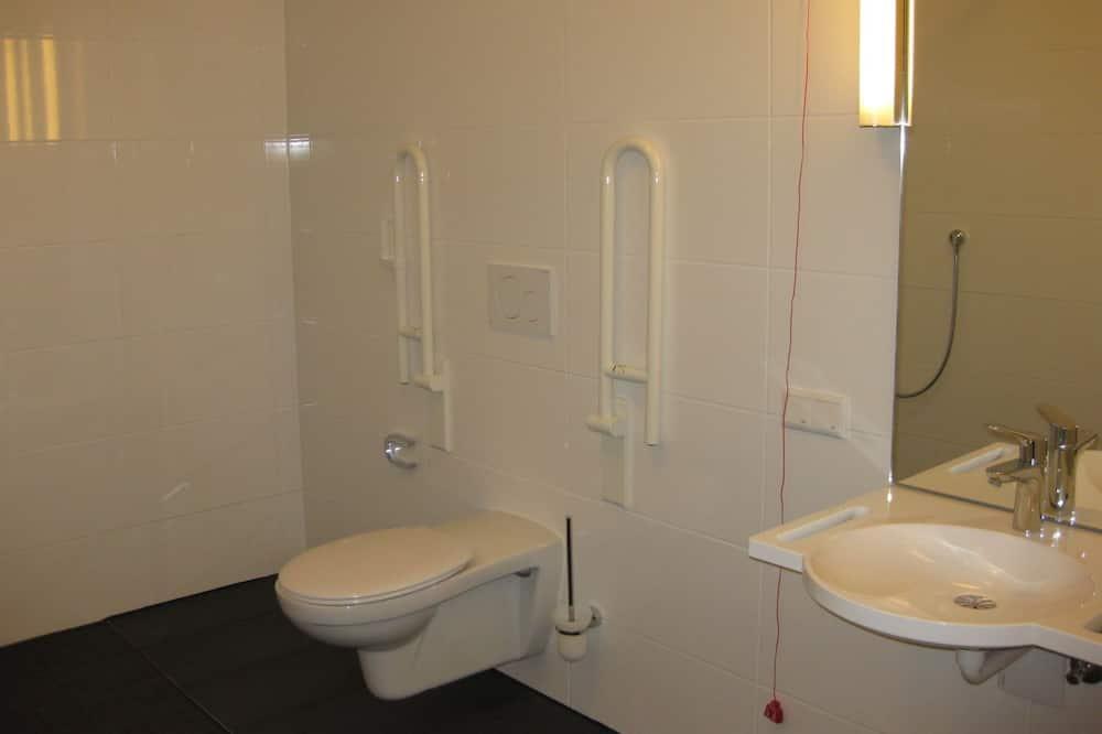 Comfort - kahden hengen huone, 1 keskisuuri parisänky, Esteetön - Kylpyhuoneen mukavuudet