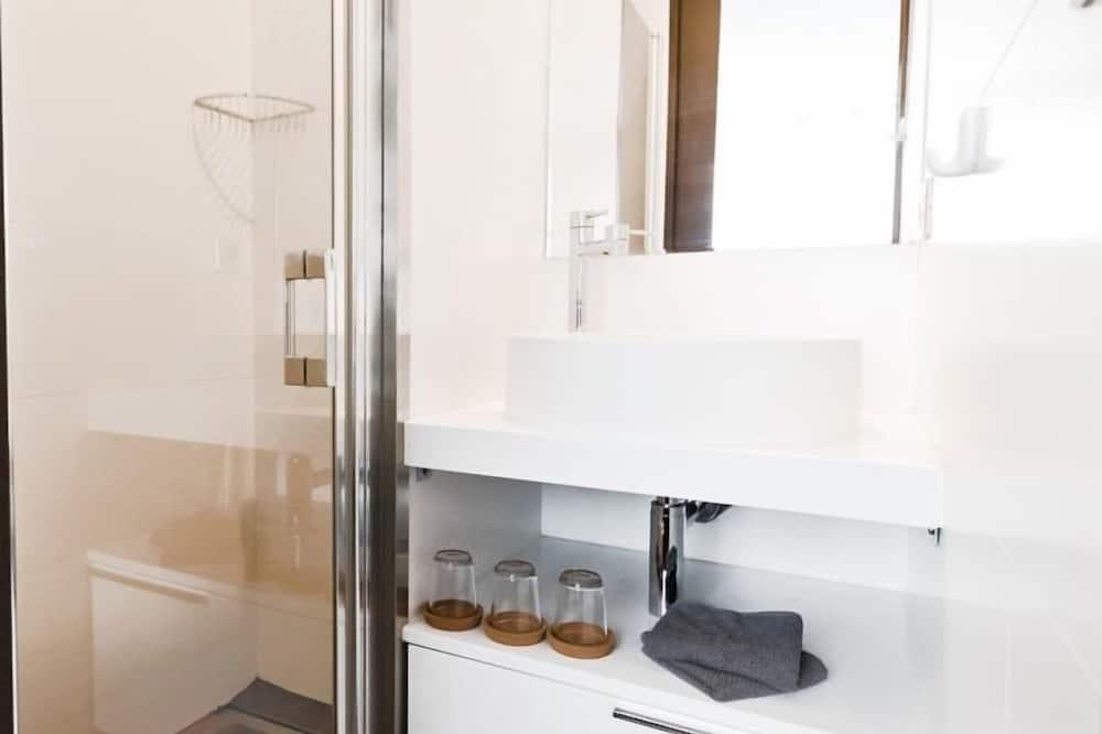 Rodinný apartmán, soukromá koupelna, výhled na přístav - Koupelna
