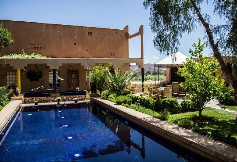 里亞德塔瑪酒店, 歐瓦爾札札特, 室外泳池