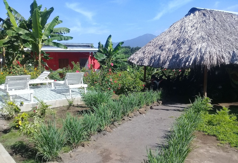 Inn Hospedaje BullShark, Ometepe Island, Traditional Bungalow, 1 Bedroom, Accessible, Kitchenette, Living Area
