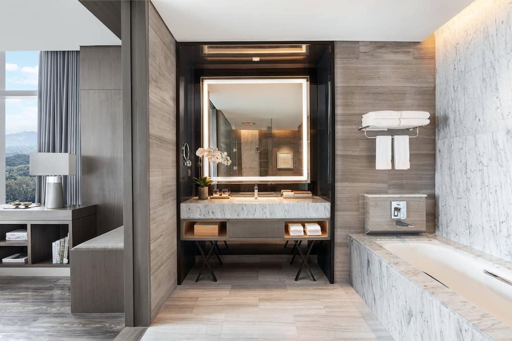 Presidential Suite, 1 Double Bed, Non Smoking - Bathroom