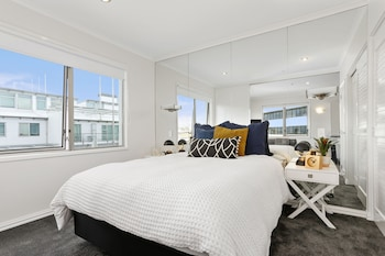 Gambar Newly Refurnished Stylish One Bedroom - by Urban Butler di Auckland