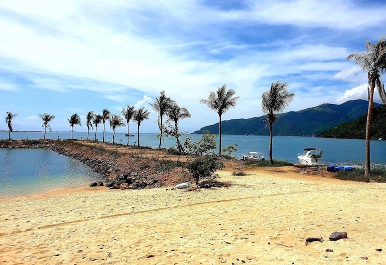 Sunshine Villa, Nha Trang, Beach