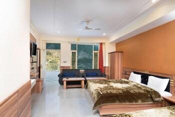 Фото Hotel Pink House у місті Дхарамсхала