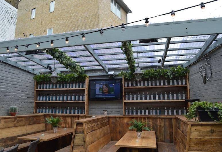 The Crown Pub & Guesthouse, Londra, Bahçe