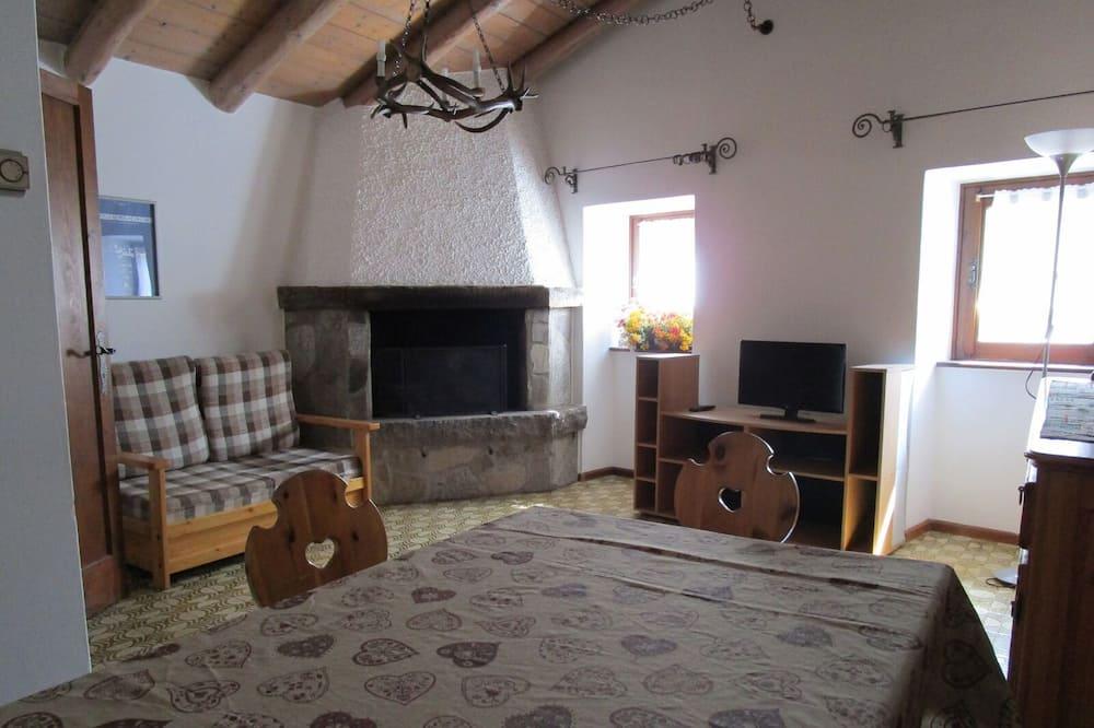 Apartment, 3 Bedrooms (Mansarda) - Living Area