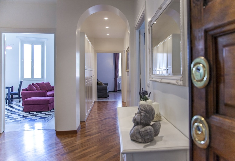 Wonder Vibrant Area, Rome, Family Apartment, 4 Bedrooms, Living Area