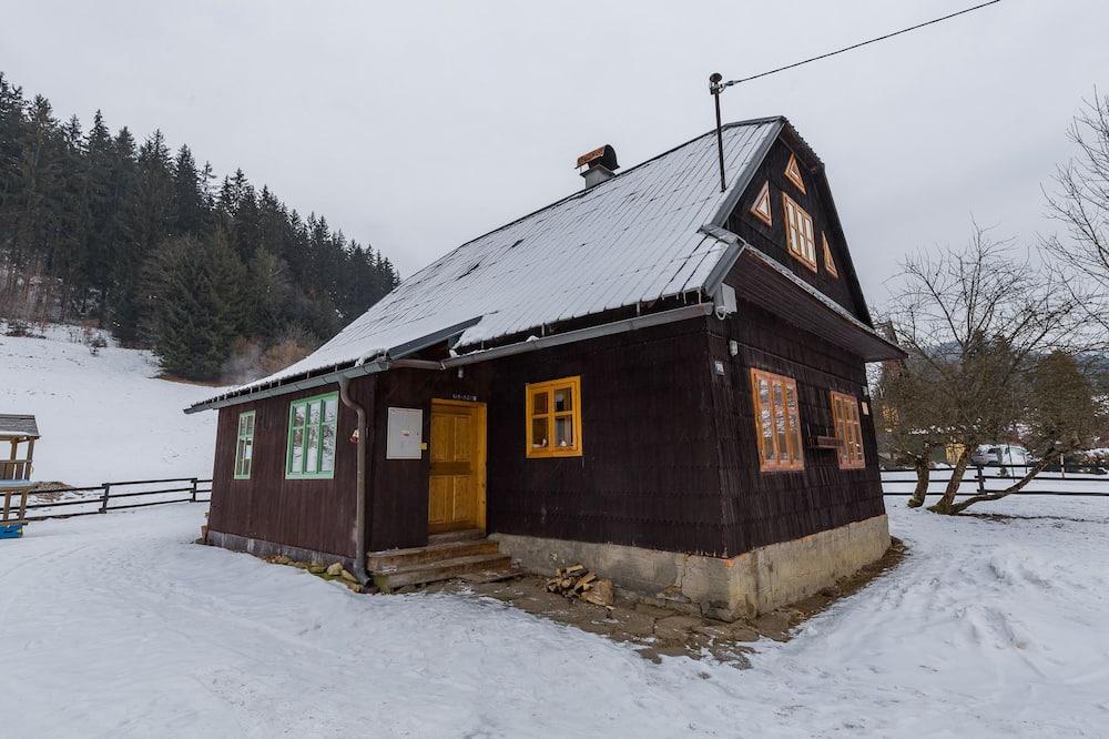 Basic Cottage, 3 Bedrooms - Living Area