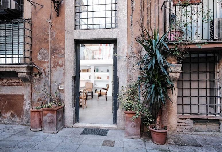 Wonder Trastevere Studio, Rome, Property entrance
