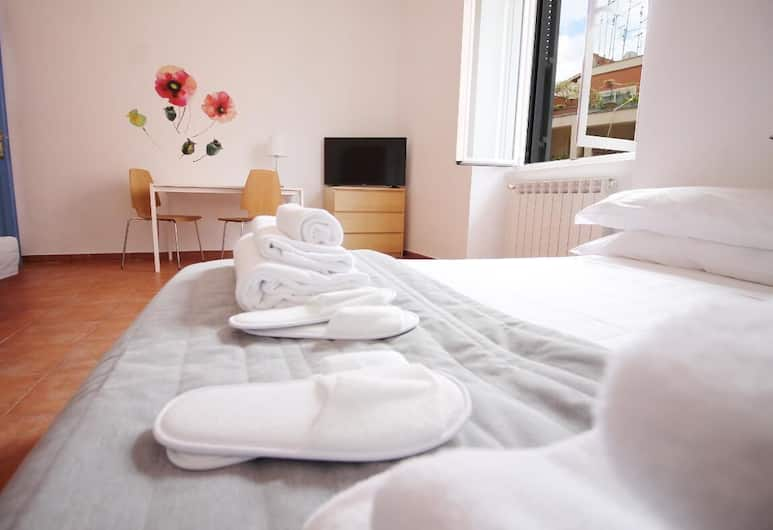 Walk to the Colosseum from your Family Apartment, Rome, Apartment, Multiple Beds, Room