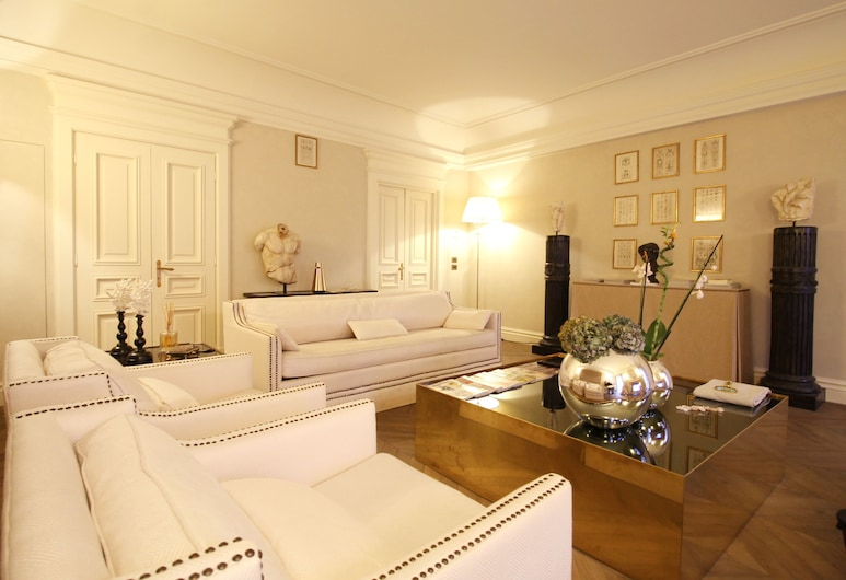 Wonder on Spanish Steps, Rome, Deluxe Apartment, 3 Bedrooms, Living Room