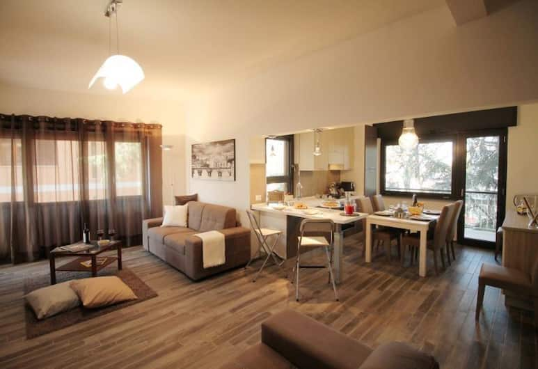 Large 3BR Eur Apartment, Rome, Apartment, 3 Bedrooms, Living Area
