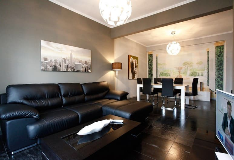 Spacious 3BR Family Flat near St. Peter, Rome, Apartment, 3 Bedrooms, Living Room