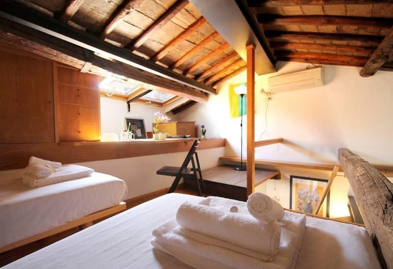 Charming Bright Penthouse in Trastevere, Rim, Apartman, 2 spavaće sobe, Soba