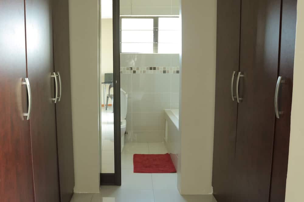 ห้องคอมฟอร์ทดับเบิล, เตียงควีนไซส์ 1 เตียง, ปลอดบุหรี่ - ห้องน้ำ
