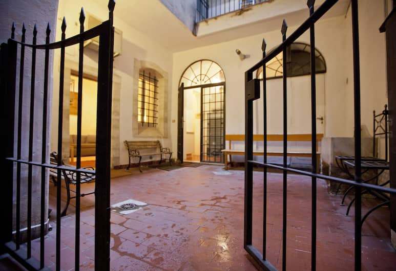 Smart & Private Retreat on Ancient Street, Roma, Bagian luar