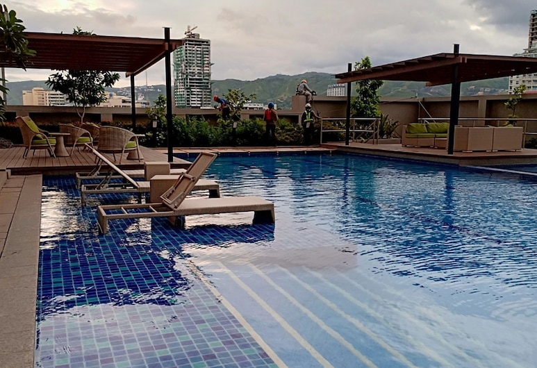 Coleen's Bedsit at Horizons 101, Cebu, Outdoor Pool