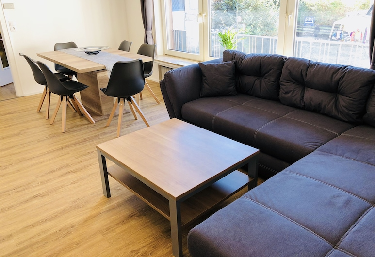 Fewo Am Park - Modern and Bright Apartment Centrally Located, Willingen (Upland), Living Room