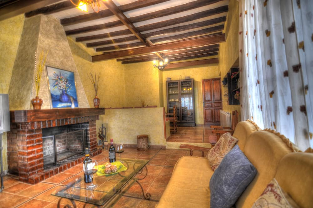 House, 3 Bedrooms, Private Pool - Living Room